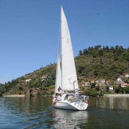 Cruzeiro-em-veleiro-no-douro-com-piquenique